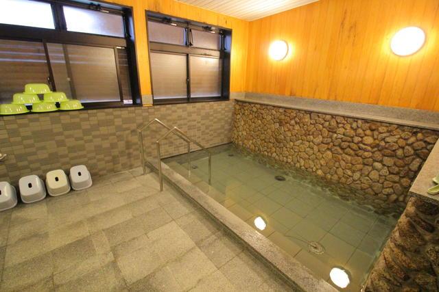 センターハウス内の浴場.JPG